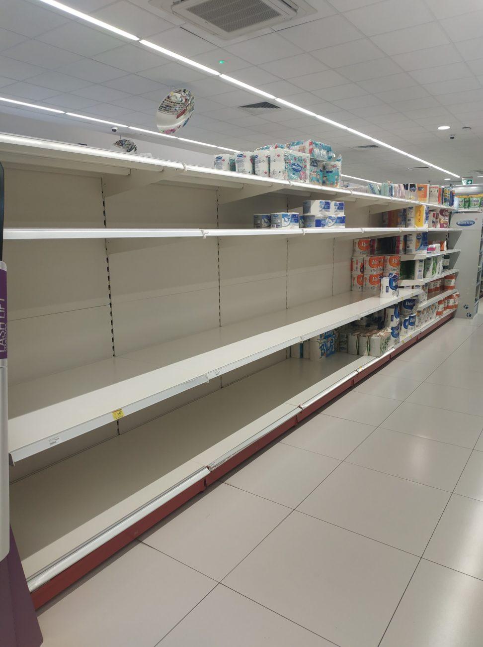 Szturm w supermarketach. Minister apeluje: Sklepy nie zostaną zamknięte