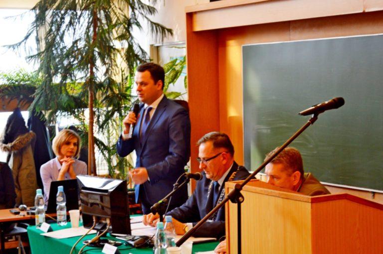 Radny pyta wojewodę o zgodę na zdalne sesje