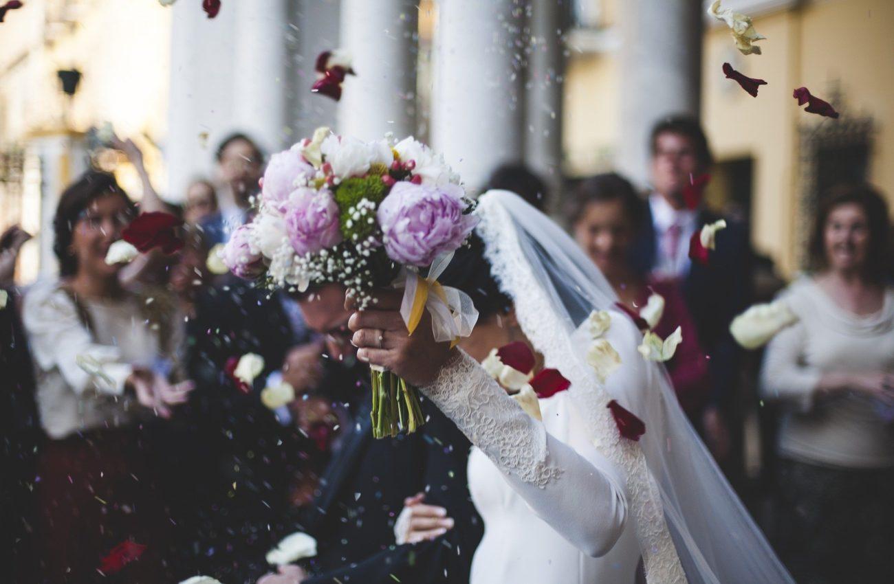 Ślub kościelny w piątek? Biskup wydał dekret