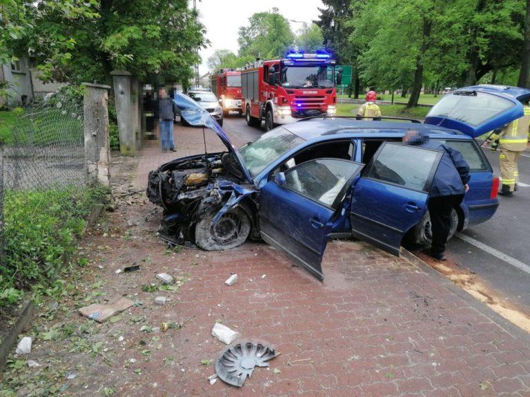 Pijany kierowca wjechał w ogrodzenie