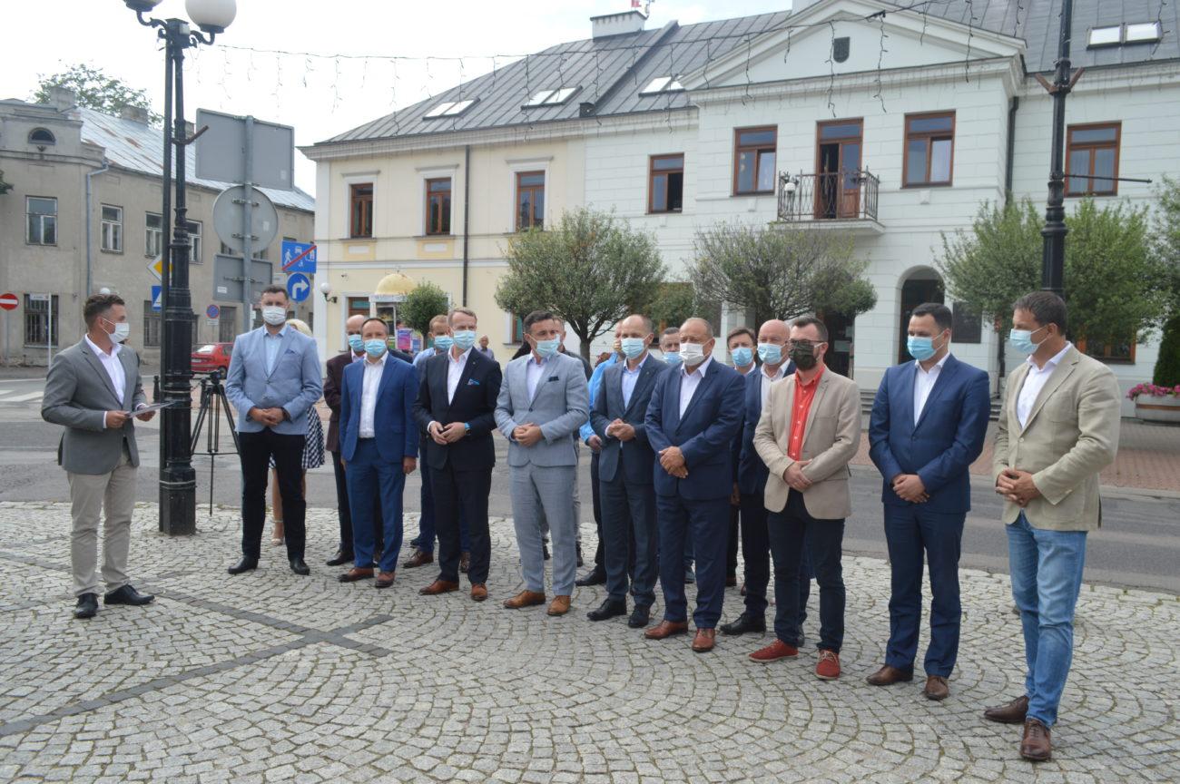 Lokalni samorządowcy z poparciem dla Trzaskowskiego