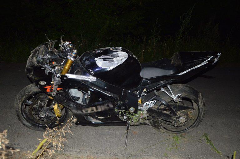 Nie zapanował nad motocyklem na zakręcie