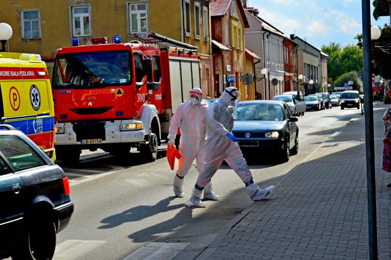 Akcja ratunkowa przy ul. Moniuszki. Strażacy weszli do mieszkania przez balkon