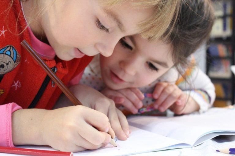 1 września uczniowie wrócą do szkół. Na jakich zasadach?