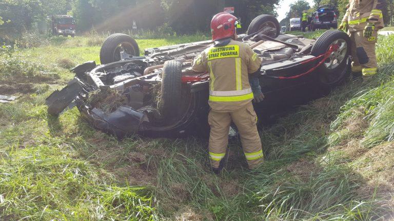 40-latek jechał po pijanemu, auto wylądowało w rowie