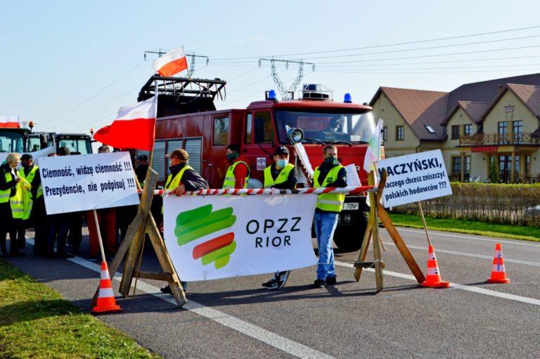 Rolnicy zawiesili blokadę na krajowej dwójce
