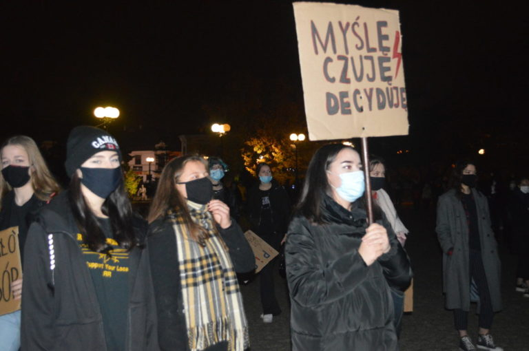 Protest kobiet na placu Wolności