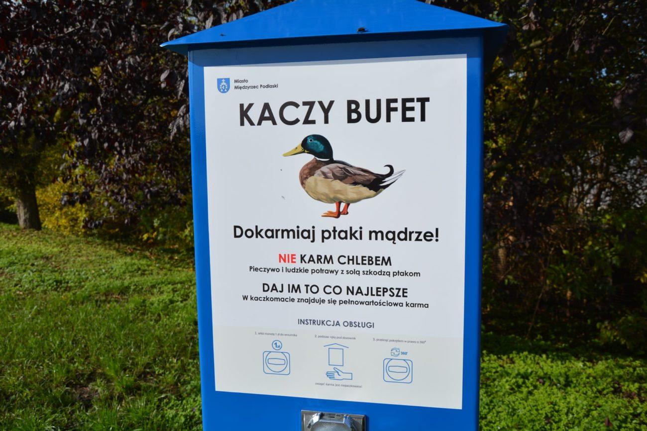 Automat z karmą dla kaczek stanął na promenadzie
