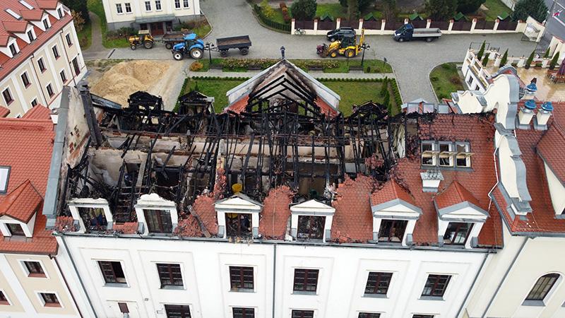 Trwa wyjaśnianie przyczyn pożaru Domu Pielgrzyma w Kodniu