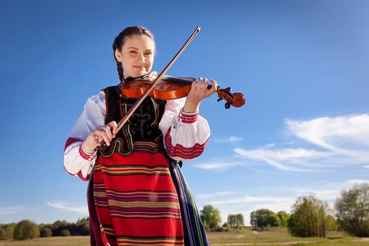 Gra na skrzypcach podlaską muzykę ludową