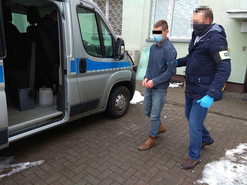 Grozili nastolatkom nożem, wymusili oddanie 9 zł