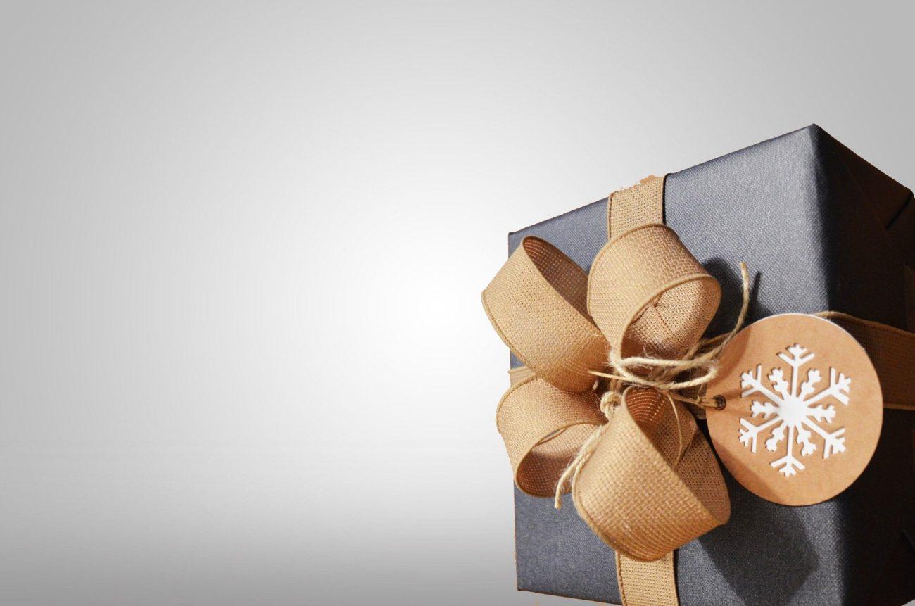 Co trzecia Polka kupuje zbyt drogie prezenty. Wyniki badania