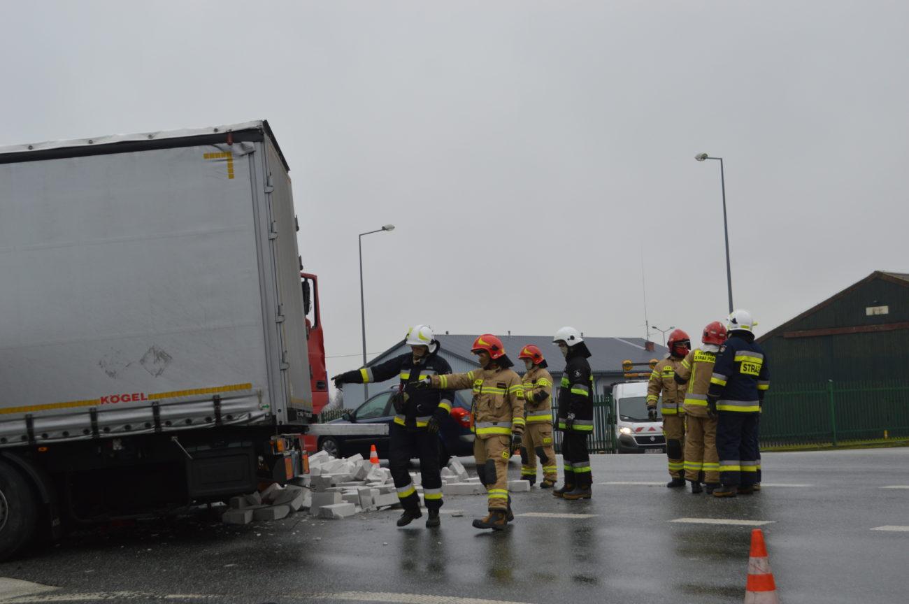 Ciężarówki zderzyły się na krajowej dwójce [FOTO]