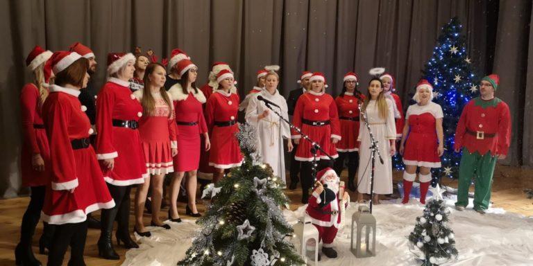 Urzędnicy zaśpiewali, by pomóc dzieciom