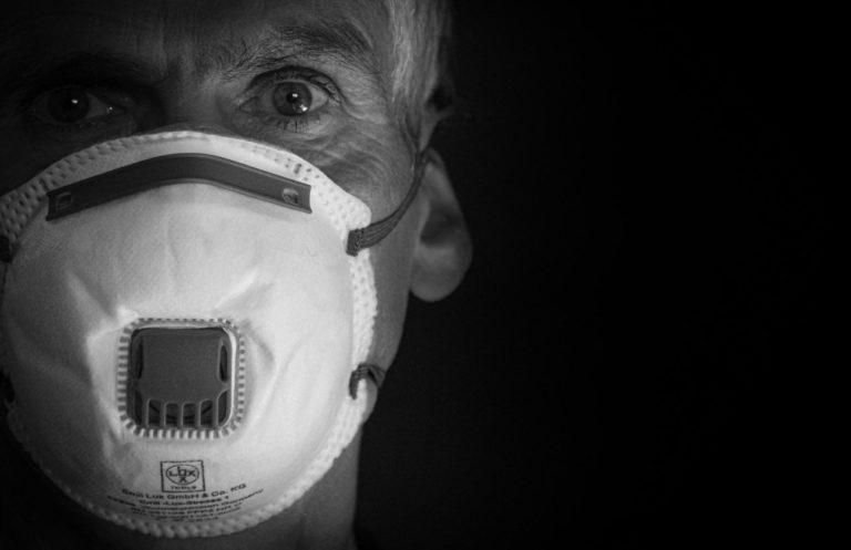 Pandemia oddaliła od siebie Polaków? Nowy raport o naszych relacjach