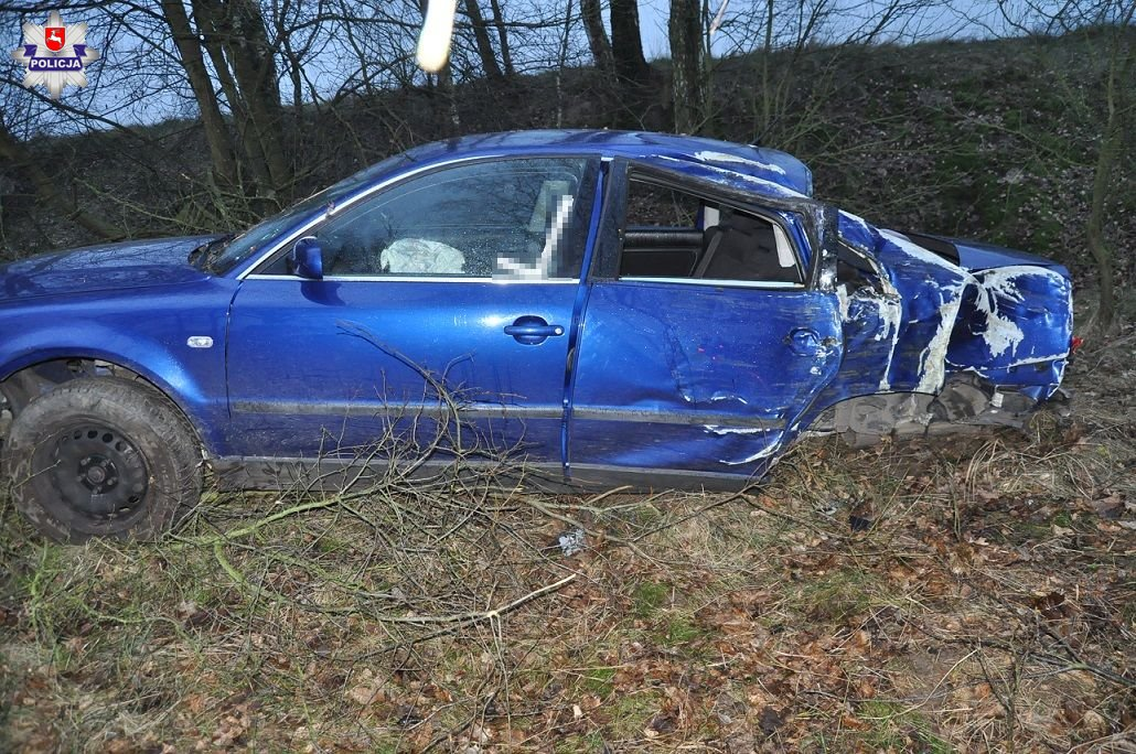 Pijana matka wiozła samochodem dziecko. Auto wpadło do rowu