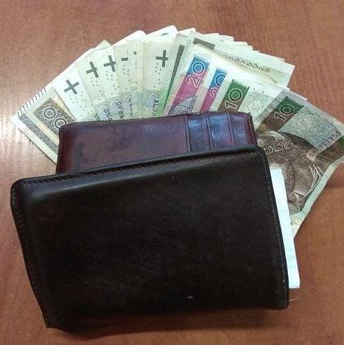 Znalazła portfel z pieniędzmi i zaniosła go na policję