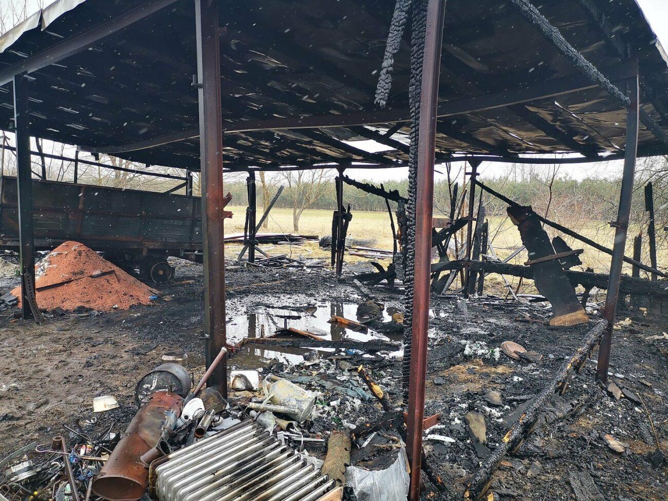 Duże straty po pożarze wiaty garażowej