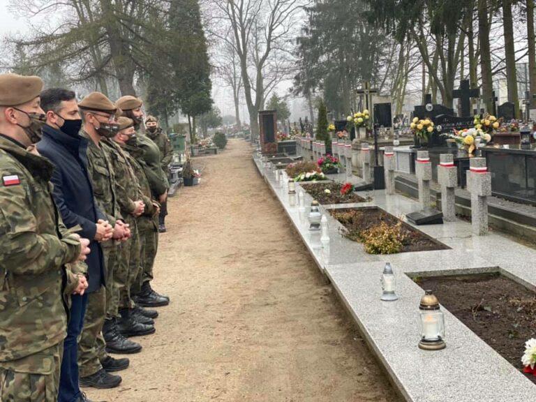 Prezydent Litwiniuk oddał hołd poległym żołnierzom