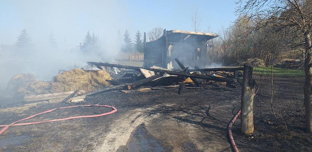 Dzieci podpaliły stodołę i uciekły