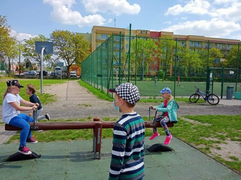 Rowerami na stulecie szkoły