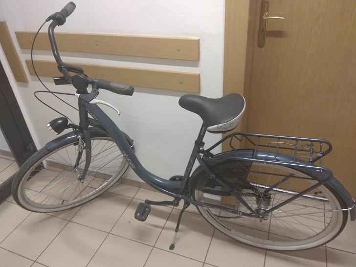 Zuchwała kradzież roweru spod szkoły