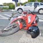 Rozpędzony motocykl uderzył w seata