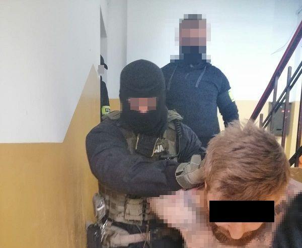 Policjanci zatrzymali 32-latka poszukiwanego listem gończym