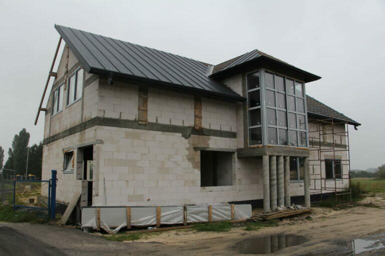 Powstaje budynek socjalny przy stadionie w Wisznicach
