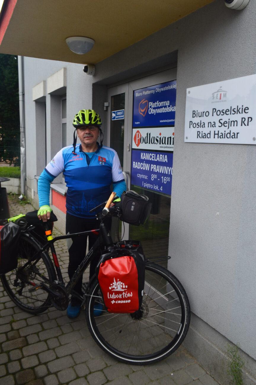 Na rowerze promuje krwiodawstwo