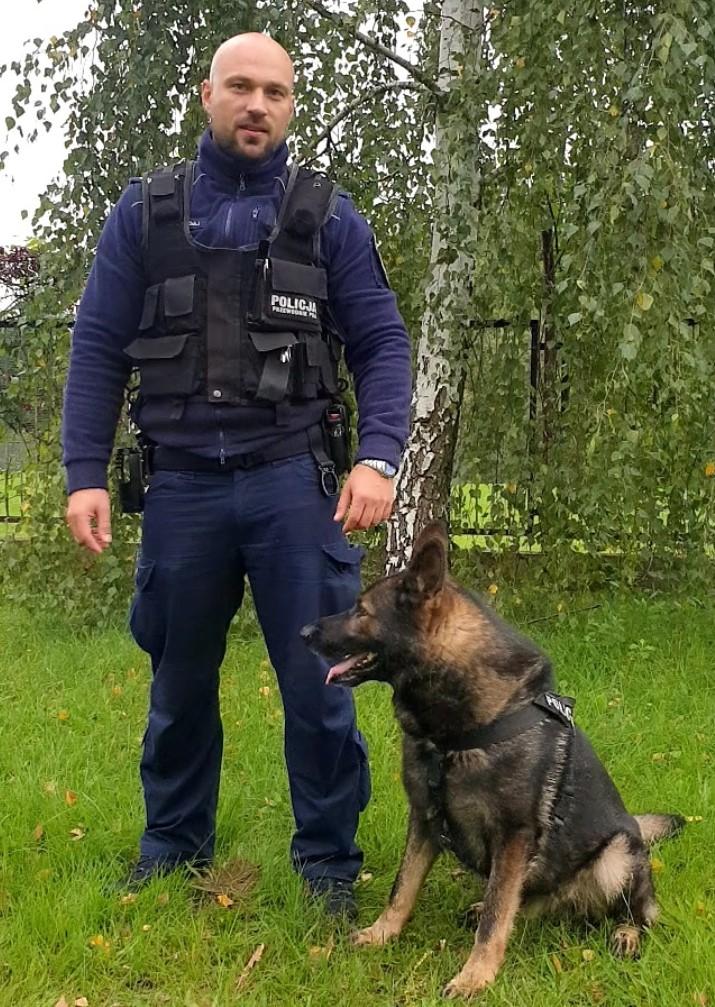 Policyjny pies pomógł w poszukiwaniach zaginionego mężczyzny
