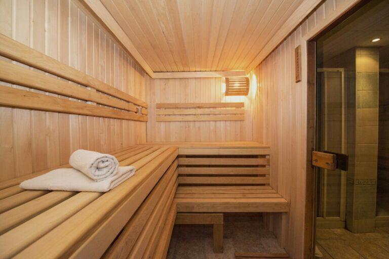 Jak przygotować włosy do wizyty w saunie?